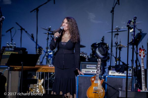 susan-michelson-producer-introduces-the-concert-sound-boardCA1EE805-42A5-1486-C59B-07F14555FCBA.jpg